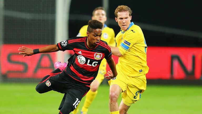 Wendell gets away from Alexander Hleb
