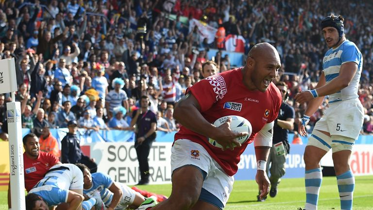 Soane Tonga'uiha crossed on the stroke of half-time to keep Tonga in sight.
