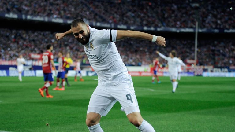 MADRID, SPAIN - OCTOBER 04:  Karim Benzema of Real Madrid celebrates after scoring Real's opening goal during the La Liga match between Club Atletico de Ma