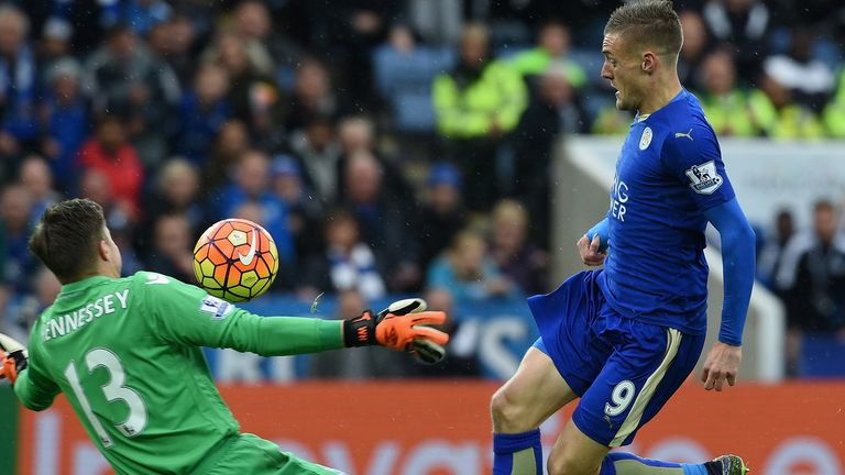 Jamie Vardy nets for Leicester, who are up to fifth