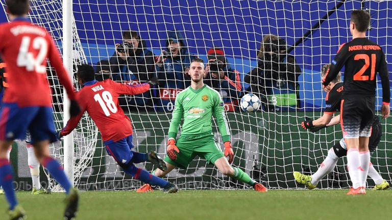 David de Gea falls to his knees as Seydou Doumbia converts the rebound from Roman Eremenko's saved penalty