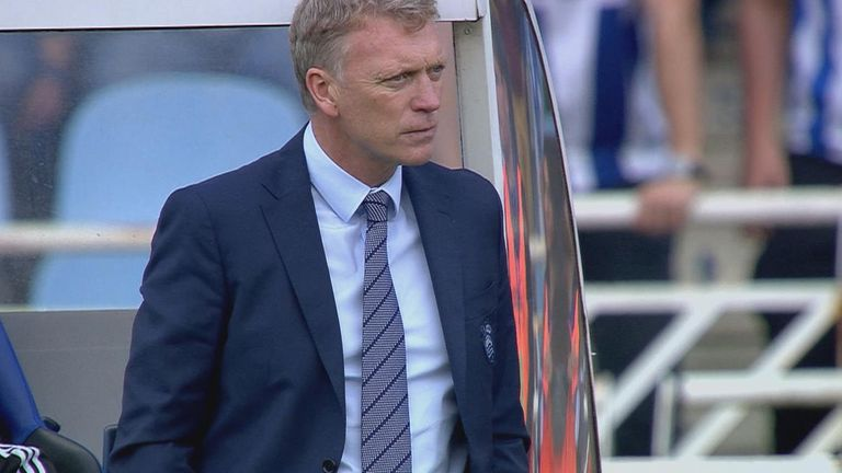 David Moyes watches on as his side concede a late goal in stoppage time seconds after they were denied a penalty.