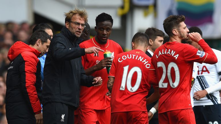 Jurgen Klopp, manager of Liverpool instructs his players during the Premier League match at Tottenham