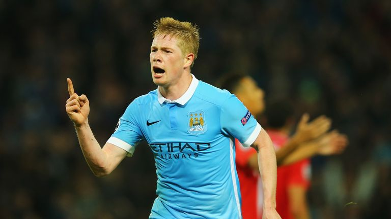 MANCHESTER, ENGLAND - OCTOBER 21:  Kevin De Bruyne of Manchester City celebrates scoring his team's second