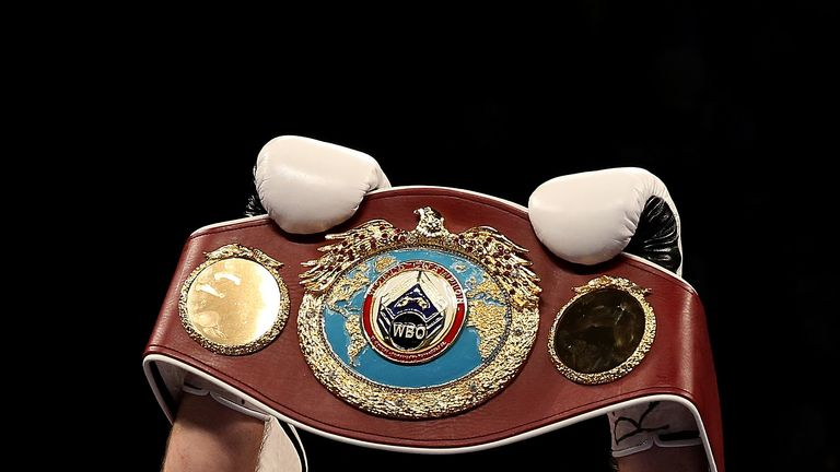 Smith hoists aloft the world title after stopping John Thompson