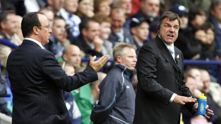 Bolton, UNITED KINGDOM:  Bolton Wanderers manager Sam Allardyce (R) and Liverpool manager Rafa Benitez (L) give their players instructions during their Eng