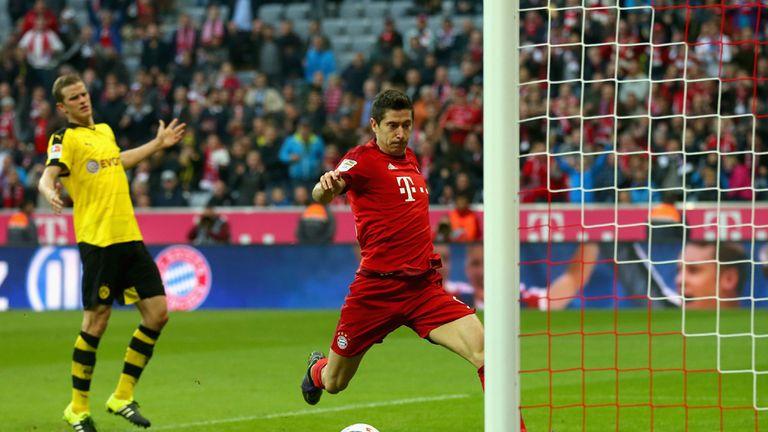 Robert Lewandowski scores Bayern Munich's third goal