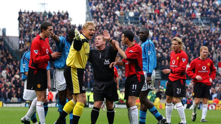Schmeichel protests a decision for City in the last Manchester derby of his career in 2002