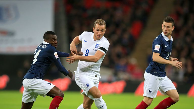 France's Blaise Matuidi and England's Harry Kane (centre) battle for possession
