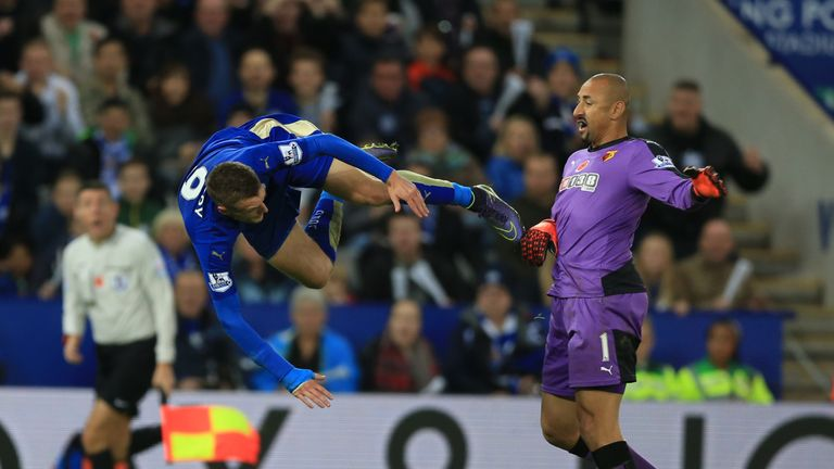 Leicester City's Jamie Vardy (left) is awarded a penalty after being brought down by Watford goalkeeper Heurelho Gomes