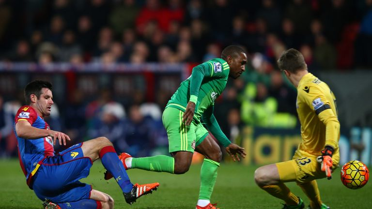 Jermain Defoe of Sunderland capitalises on a mix up by Scott Dann (L) and Wayne Hennessey (R) of Crystal Palace to score the opening goal at Crystal Palace