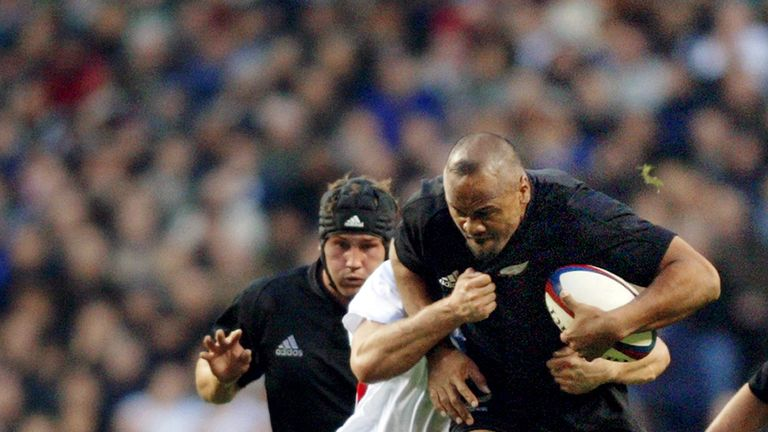 Jonah Lomu on the attack against England in 2002