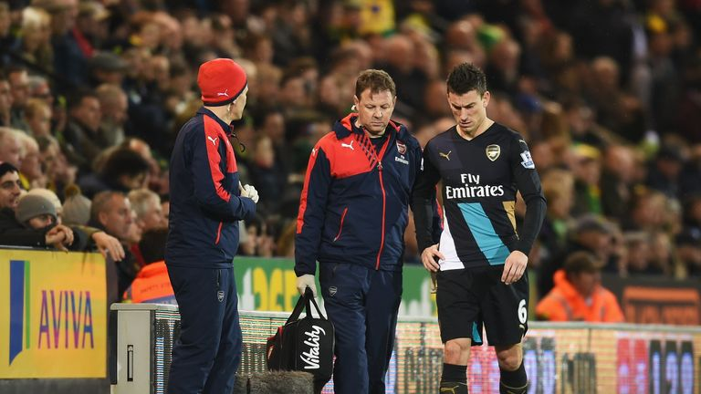 Arsenal's Laurent Koscielny leaves the pitch after suffering an injury