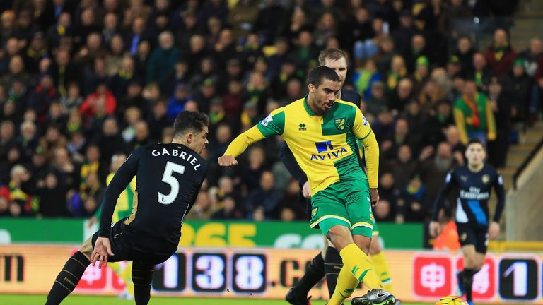 Lewis Grabban equalises for Norwich just before the break