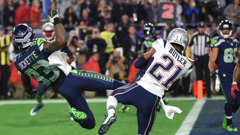 Malcolm Butler (R) intercepts a pass intended for Ricardo Lockette (L) late in the fourth quarter of Super Bowl XLIX