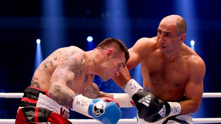 Martin Murray (l) came up short against Arthur Abraham
