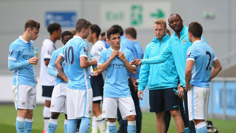Vieira passes on his advice to Manchester City's U21 team