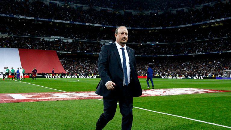 Rafa Benitez leaves pitch, Real Madrid v Barcelona, El Clasico, La Liga