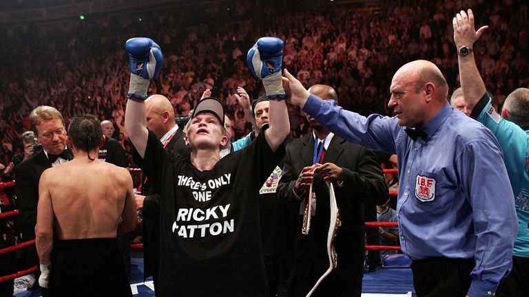 Ricky Hatton beat Kostya Tszyu to win the IBF title at 140lbs