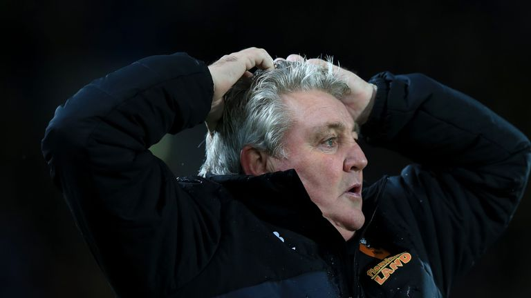 Hull City manager Steve Bruce during the Sky Bet Championship match at the KC Stadium, Hull. PRESS ASSOCIATION Photo. Picture date: Friday November 27, 201