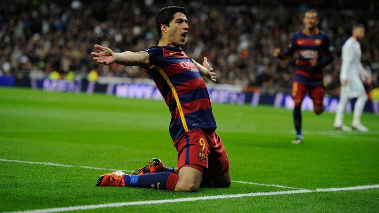 MADRID, SPAIN - NOVEMBER 21:  Luis Suarez of FC Barcelona celebrates after scoring his team's 4th goal during the La Liga match between Real Madrid and Bar