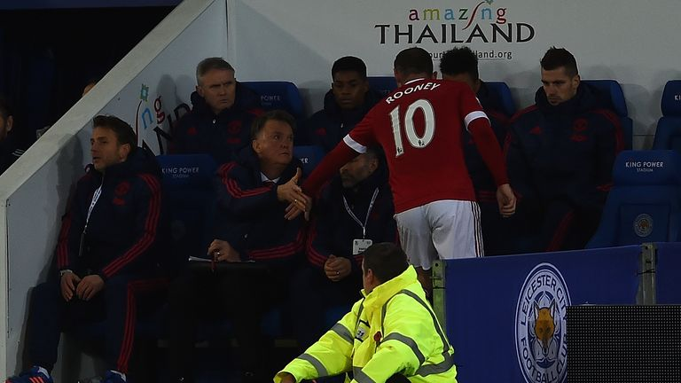 Wayne Rooney shakes hands with Louis van Gaal after his substitution during Manchester United's draw at Leicester
