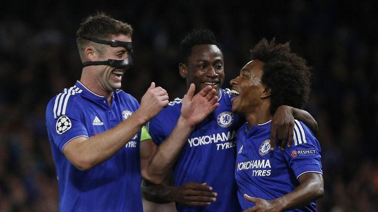 Chelsea's English defender Gary Cahill (L) congratulates Chelsea's Brazilian midfielder Willian (R) for scoring against Maccabi