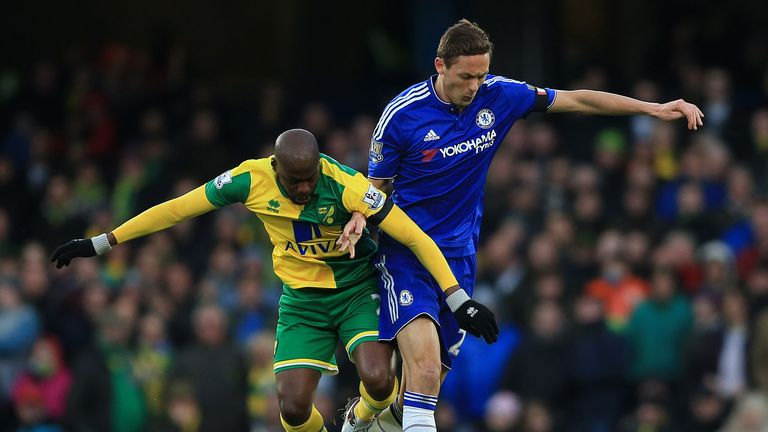 Youssouf Mulumbu and Nemanja Matic battle for the ball