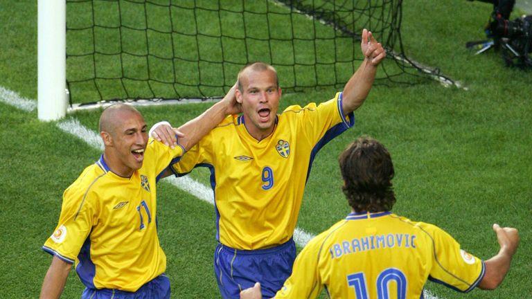 LISBON, Portugal:  Sweden's midfielder Fredrik Ljungberg (C) celebrates with his teammates strikers Henrik Larsson (L) and Zlatan Ibrahimovic, 14 June 2004