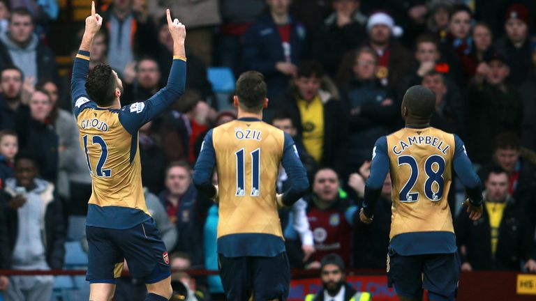 Arsenal's Olivier Giroud (left) celebrates