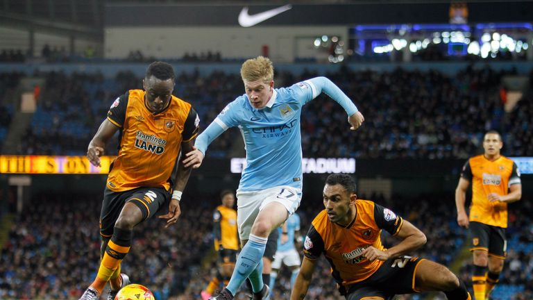 Kevin De Bruyne beats Hull City's Moses Odubajo