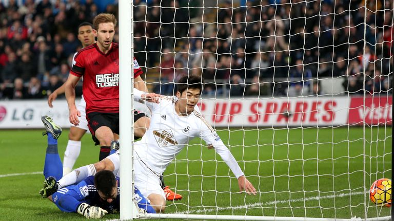 Ki Sung-Yueng of Swansea City scores against West Bromwich Albion