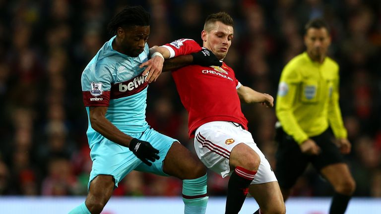 Morgan Schneiderlin holds off Alex Song