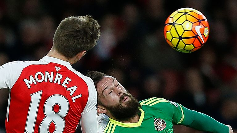 Arsenal defender Nacho Monreal (L) vies with Sunderland striker Steven Fletcher