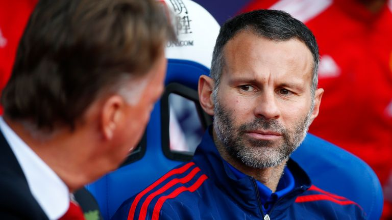 Manchester United assistant manager Giggs talks to Louis van Gaal
