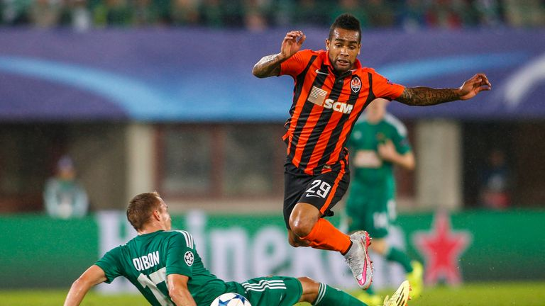 Alex Teixeira has told Shakhtar Donetsk he wants to leave