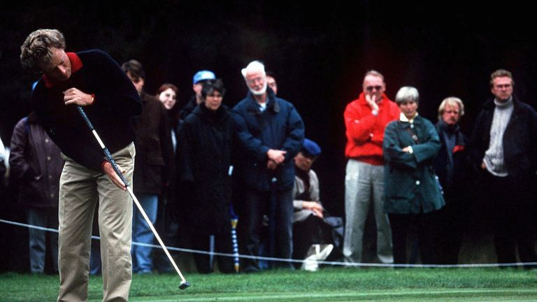 Bernhard Langer was one of the first professionals to adopt the anchored putting technique