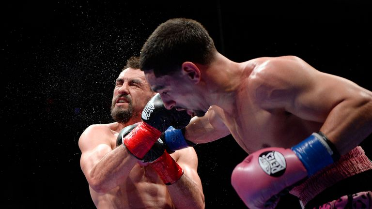 Garcia (R) controlled the late rounds against Guerrero