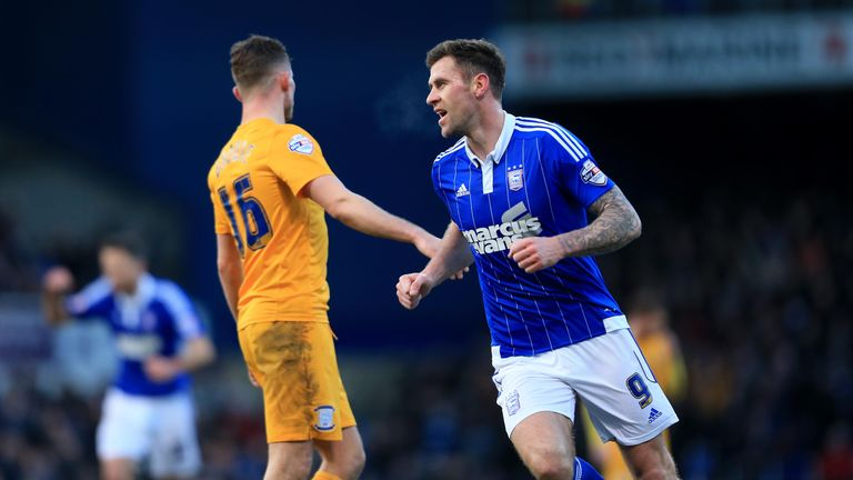 Daryl Murphy of Ipswich Town celebrates scoring the equaliser