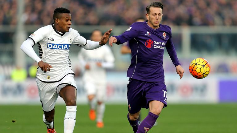 FLORENCE, ITALY - DECEMBER 06: Federico Bernardeschi of ACF Fiorentina battles for the ball with Edenilson of Udinese Calcio during the Serie A match betwe