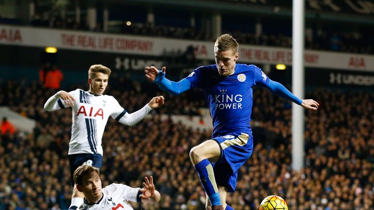 Jamie Vardy is tackled by Ben Davies
