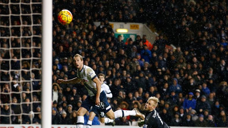 Harry Kane of Tottenham Hotspur shoots past Kasper Schmeichel of Leicester City hitting a cross bar during the Barclays Premi