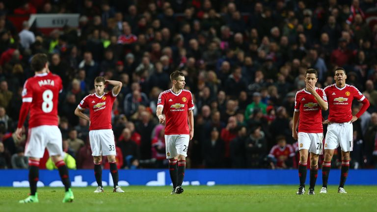 Manchester United players look dejected