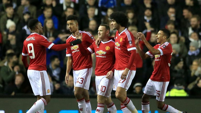 Manchester United's Wayne Rooney (centre) celebrates scoring his side's first goal of the game