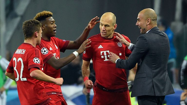 Bayern Munich's Arjen Robben (2nd-R) celebrates with team-mates and Pep Guardiola