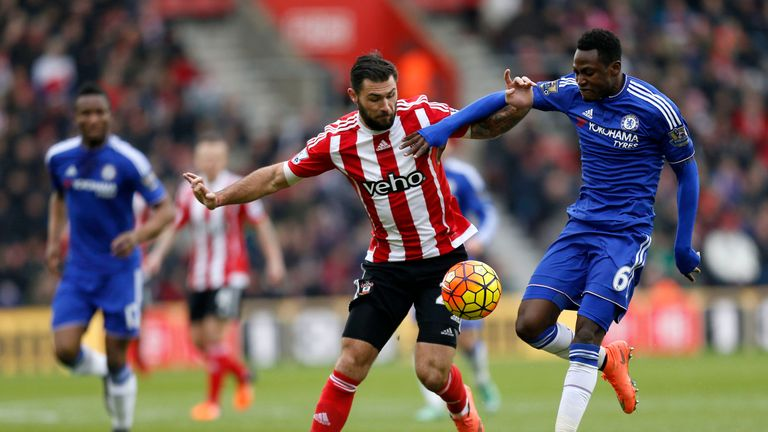 Southampton's Charlie Austin (left) and Baba Rahman of Chelsea compete for the ball