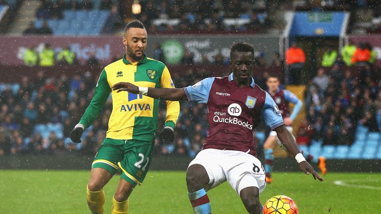 Marseille are in talks with midfielder Idrissa Gueye over a potential departure from Aston Villa