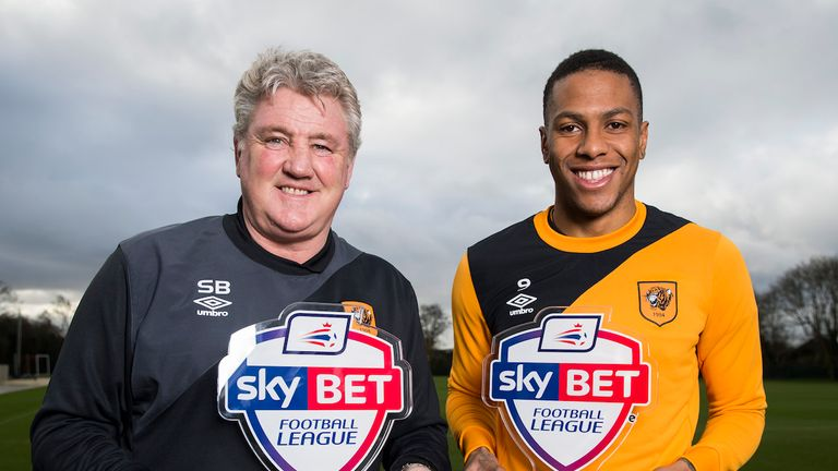 Hull's Steve Bruce and Abel Hernandez collect their Sky Bet Championship Manager and Player of the Month awards for January.
