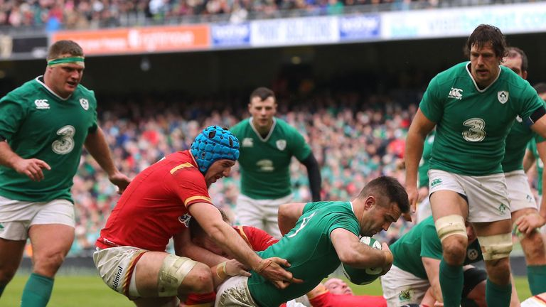 Conor Murray (centre right) scores a try to help Ireland into an early lead