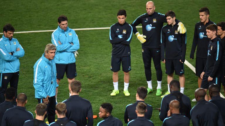 Manchester City manager Manuel Pellegrini addresses his team